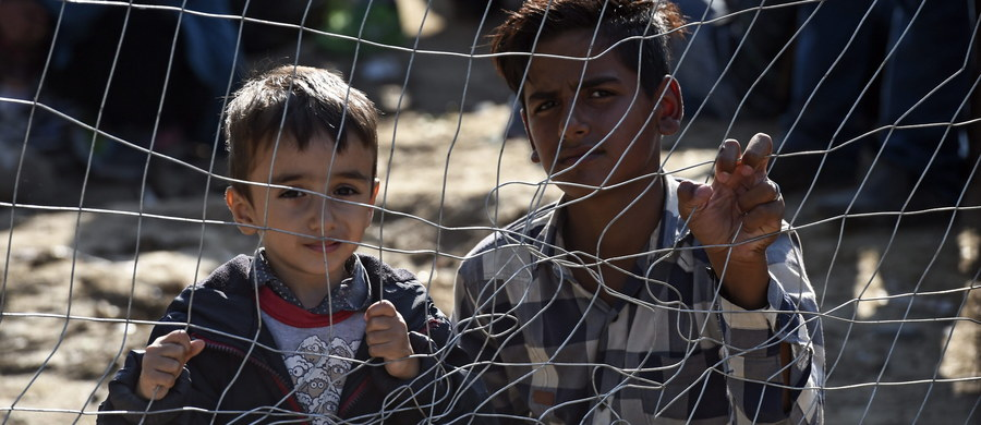"""Uchodźcy to nie tylko młodzi mężczyźni uciekający przed wojną - są wśród nich całe rodziny, w tym dzieci i to te najmłodsze - zwraca uwagę w rozmowie z Polską Agencją Prasową Babar Baloch z UNHCR w Budapeszcie. """"Te dzieci przechodzą piekło, musimy im pomóc"""" - podkreśla."""