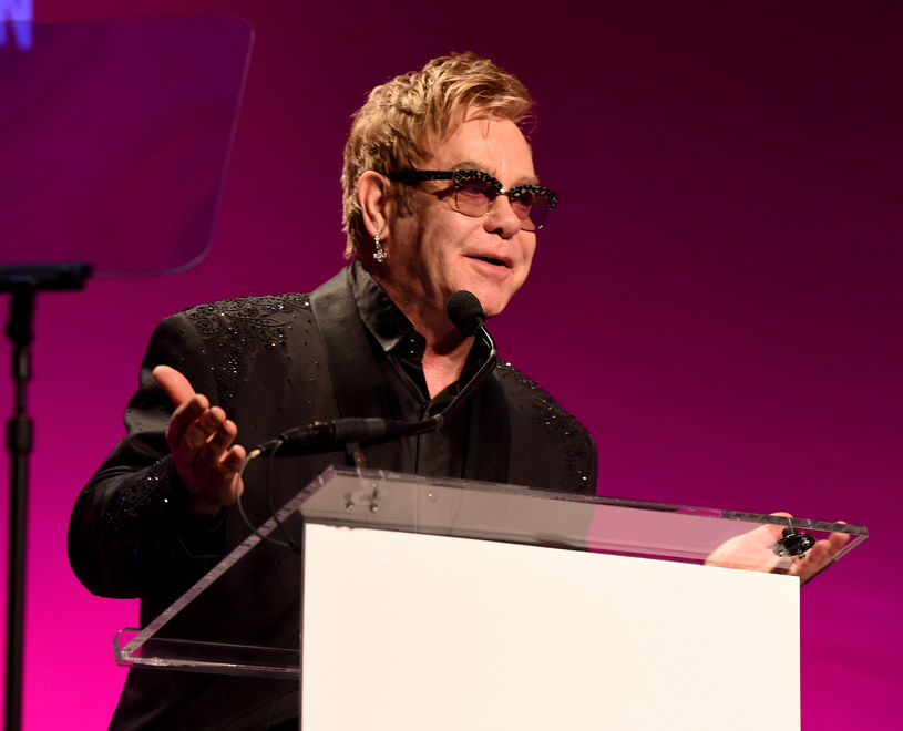 Elton John postanowił skomentować żart, jaki zrobili mu dwaj rosyjscy prezenterzy telewizyjni, którzy w rozmowie telefonicznej podszyli się pod osobę Władimira Putina. Muzyk ma nadzieję, że dzięki temu wzrośnie świadomość praw społeczności LGBT.
