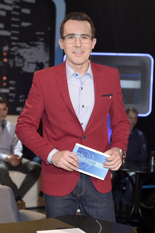 Komisja Etyki, która czuwa nad przestrzeganiem zasad etyki dziennikarskiej w Telewizji Polskiej, uznała, że Maciej Kurzajewski dopuścił się niedopuszczalnej reklamy produkcji konkurencyjnego kanału.