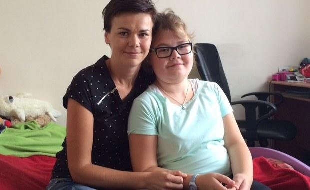 Dramatyczna walka o refundację leku dla ciężko chorej 12-latki. Ministerstwo Zdrowia odmawia pieniędzy. Dziewczynka cierpi na rzadką chorobę genetyczną - zespoły autozapalne.
