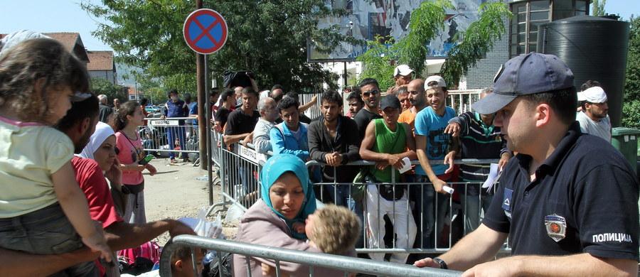 Oddziały prewencji stanęły na granicy po stronie Słowenii naprzeciw grupy ok. 200 uchodźców, którzy usiłują przedostać się do tego kraju z Chorwacji na przejściu granicznym w Harmicy. Imigranci utknęli na ziemi niczyjej pomiędzy posterunkami granicznymi.