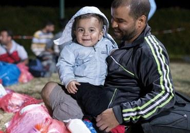 Tysiące uchodźców spodziewanych w Austrii. Autobusy zawiozą ich do Wiednia