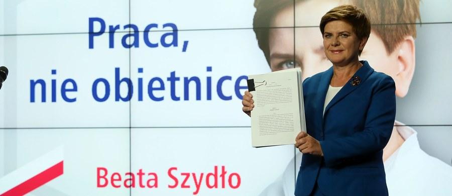 """""""Polacy czekają dzisiaj nie na kolejne puste obietnice, ale na konkrety, dlatego przygotowaliśmy pakiet ustaw na pierwsze 100 dni rządów. Te projekty, jeśli tylko obywatele nam zaufają, zostaną zaraz po wyborach złożone w Sejmie"""" - mówi w nowym spocie wyborczym kandydatka PiS na premiera Beata Szydło."""