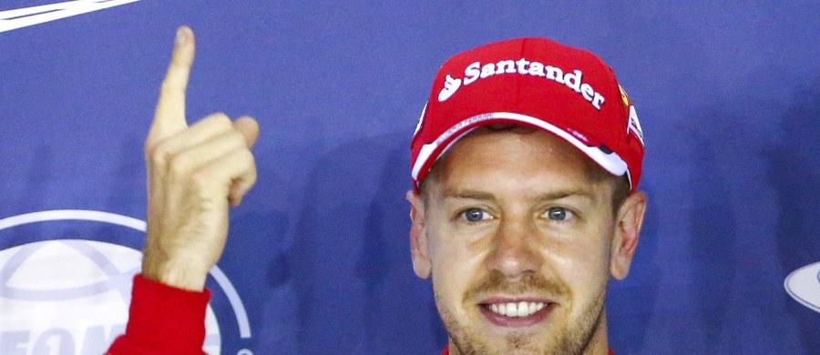Czterokrotny mistrz świata Formuły 1 Niemiec Sebastian Vettel (Ferrari) wystartuje z pole position w niedzielnym wyścigu o Grand Prix Singapuru. Obok niego z pierwszej linii ruszy Australijczyk Daniel Ricciardo (RedBull-Renault). Kolejne miejsca w kwalifikacjach zajęli kierowcy tych samych ekip - Fin Kimi Raikkonen (Ferrari) oraz Rosjanin Daniił Kwiat (RedBull-Renault).