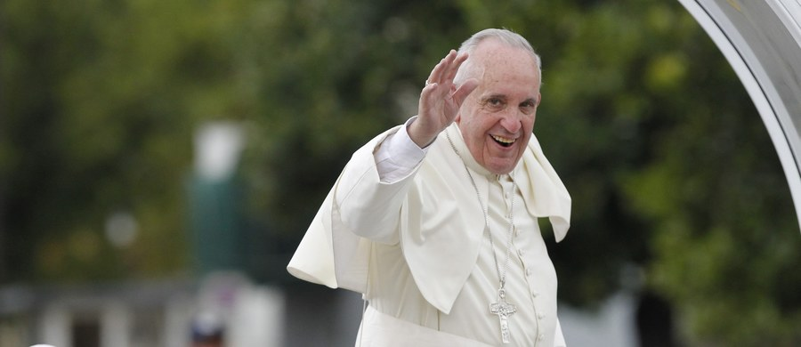 Niech Kuba podąża drogą sprawiedliwości, pokoju, wolności i pojednania- powiedział papież Franciszek po przybyciu do Hawany. W przemówieniu podczas ceremonii powitania mówił, że poprawa stosunków między Kubą a USA powinna być wzorem dla świata.