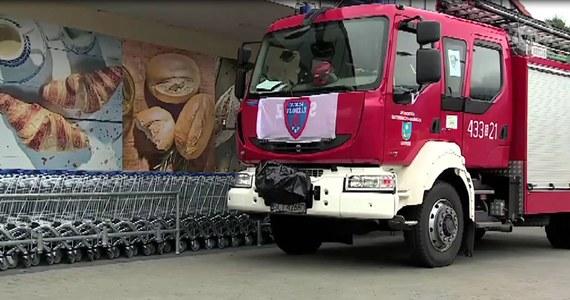 Ewakuowano klientów i pracowników jednego z supermarketów w Ustroniu (woj. śląskie). Jedną z klientek ugryzł prawdopodobnie pająk. Na miejscu pojawiła się straż, policja i pogotowie. Mimo akcji strażaków, nie udało się złapać zwierzęcia. Łącznie ze sklepu wyprowadzono 125 osób.