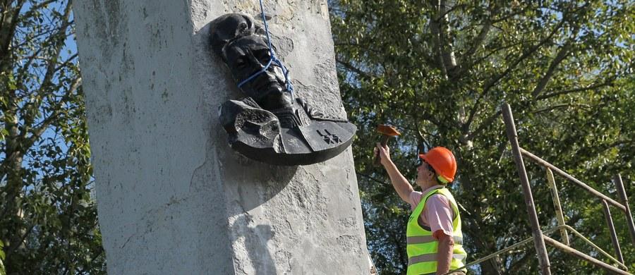 Strona rosyjska była informowana o procedurze usunięcia pomnika gen. Czerniachowskiego, który walczył przeciw hitlerowskim Niemcom, ale zwalczał też polskie podziemie niepodległościowe. Ukrywanie prawdy historycznej to manipulacja przeszłością - tak polskie MSZ odpowiedziało na oświadczenia Rosji ws. demontażu pomnika generała Armii Czerwonej w Pieniężnie. W 1945 roku w tym warmińsko-mazurskim mieście Czerniachowki został śmiertelnie raniony. Wcześniej zasłynął jako kat żołnierzy AK na Wileńszczyźnie. Jego pomnik rozebrano 17 września po decyzji lokalnych władz.