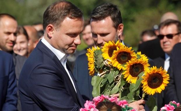 Prezydent Andrzej Duda przedstawi w poniedziałek o godz. 9:30 założenia projektu ustawy o obniżeniu wielu emerytalnego. Tego dnia Duda ma też ogłosić, że skieruje projekt do Sejmu.
