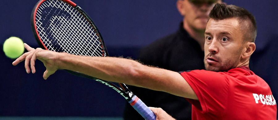 Michał Przysiężny pokonał Norberta Gombosa w meczu singlowym Pucharu Davisa. Polak zwyciężył wszystkie trzy sety (6:3, 6:4, 6:4). Tym samym biało-czerwoni po raz pierwszy w historii awansowali do Grupy Światowej Pucharu Davisa.