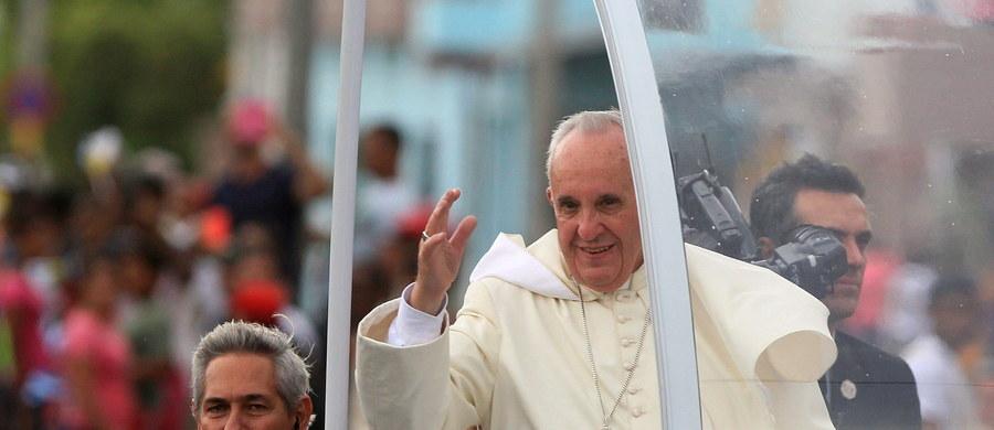 Papież Franciszek spotkał się w Hawanie z byłym przywódcą Kuby 89-letnim Fidelem Castro - poinformował rzecznik Watykanu ksiądz Federico Lombardi. Rozmowa trwała około 30-40 minut.