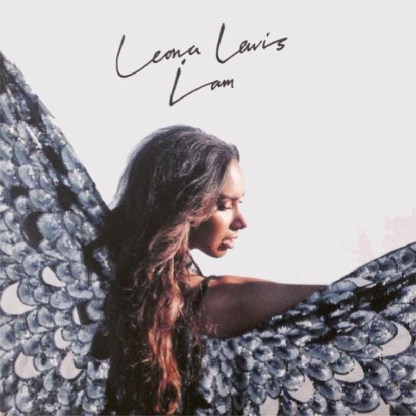 Blisko dziesięć lat po debiucie, Leona Lewis zdecydowała się w końcu pokazać swoją prawdziwą twarz. Ale jeszcze nie czas obrastać w piórka.