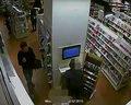 Mokotów: Kradzież w sklepie. Policja publikuje nagranie