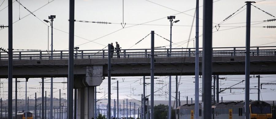 Francuskie koleje państwowe SNCF wypłacą odszkodowania za dyskryminację setkom pracowników pochodzenia marokańskiego zatrudnionym w latach 70. - orzekł paryski sąd pracy. Rekompensaty mogą sięgnąć nawet 230 tys. euro.