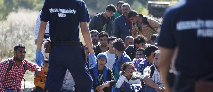 Węgierski parlament uchwalił ustawę upoważniającą rząd do wysłania wojska z nieśmiercionośną bronią do ochrony granic. Wojsko miałoby pomagać w radzeniu sobie z napływem imigrantów.