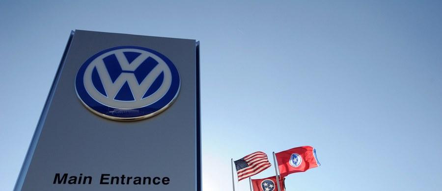 Amerykański departament sprawiedliwości wszczął śledztwo w sprawie manipulowania przez Volkswagena pomiarem spalin w jego samochodach. Niemiecki rząd z kolei zarządził sprawdzenie samochodów VW.
