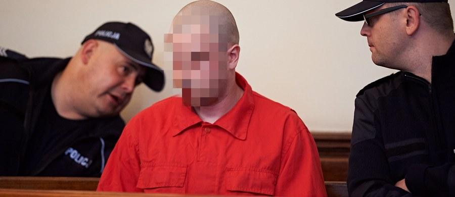 Karę dożywotniego więzienia Sąd Okręgowy w Gdańsku wymierzył 24-letniemu Łukaszowi P., oskarżonemu o zabójstwo ze szczególnym okrucieństwem w grudniu 2013 roku w Kwidzynie (Pomorskie). Jego ofiarami byli: 30-letni mężczyzna i jego 8-letni syn.