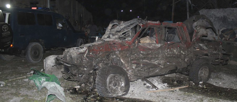 W poniedziałkowym zamachu terrorystycznym w stolicy Somalii, Mogadiszu zginęły dwie osoby, które posiadają także polskie obywatelstwo - potwierdziło polskie MSZ. Ofiary to dwaj mężczyźni, którzy zajmowali się w Somalii działalnością humanitarną i biznesową.