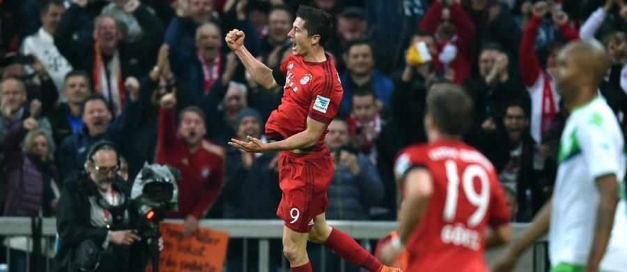 Obłęd, jednoosobowe tornado, bramkowe upojenie, festiwal - tak niemieccy komentatorzy oceniają wyczyn Roberta Lewandowskiego w meczu Bayernu Monachium z VfL Wolfsburg. Polski napastnik, który pojawił się na boisku dopiero w drugiej połowie, przy stanie 1:0 dla Wolfsburga, w ciągu 9 minut strzelił… 5 bramek!