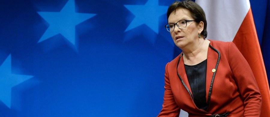 """Ewa Kopacz zadeklarowała w Brukseli, że decyzja o udziale Polski w zapowiedzianej przez UE pomocy finansowej dla uchodźców zapadnie na najbliższym posiedzeniu rządu . """"W tej konkretnej sprawie też musimy być solidarni. Kwoty bardzo konkretne padną po rozmowie z ministrem finansów"""" - dodała."""