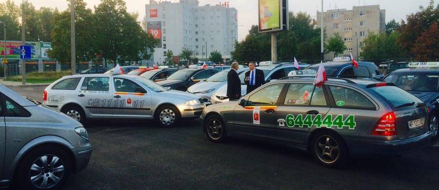 To może być ciężki dzień dla stołecznych kierowców i pasażerów komunikacji miejskiej. Do południa ma potrwać protest taksówkarzy, który w wielu miejscach może sparaliżować ruch na drogach.