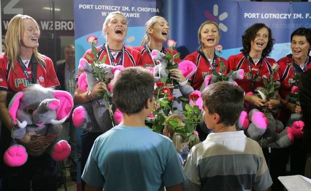 25 września 2005 roku polska żeńska siatkówka świętowała wielkie chwile. Reprezentacja pod wodzą Andrzeja Niemczyka po raz drugi z rzędu zdobyła złoty medal mistrzostw Europy wygrywając w finale z Włochami 3:1. Dwa lata wcześniej Polki w Ankarze sięgnęły po pierwszy w historii polskiej siatkówki złoty medal mistrzostw Starego Kontynentu. Wówczas była to ogromna sensacja, ale do Chorwacji biało-czerwone jechały już jako jeden z faworytów.
