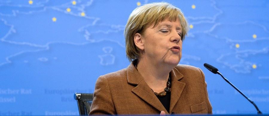 """Kanclerz Niemiec Angela Merkel opowiedziała się w Bundestagu za ustanowieniem stałego systemu regulującego """"uczciwy rozdział"""" uchodźców między poszczególne kraje Unii Europejskiej. Jej zdaniem decyzja o podziale 120 tysięcy uciekinierów była pierwszym krokiem."""
