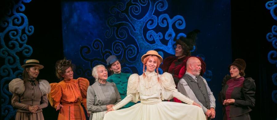 """Inscenizacja """"Ani z Zielonego Wzgórza"""" na podstawie powieści Lucy Maud Montgomery otworzy 71. sezon w krakowskim Teatrze Groteska. Premiera w najbliższy piątek."""