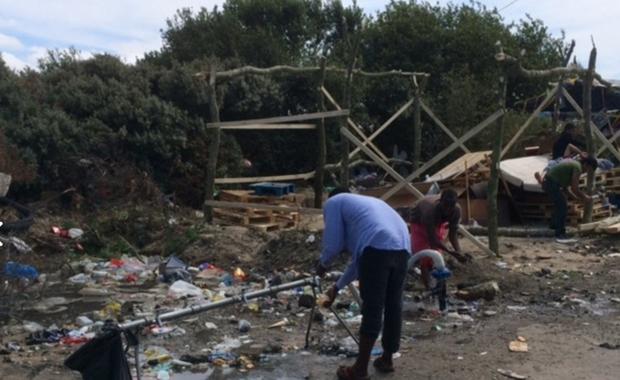 Imigranckie gangi w rejonie Calais we Francji zbroją się - alarmują nadsekwańskie media. Policja coraz częściej konfiskuje tam pistolety, karabiny i amunicję.