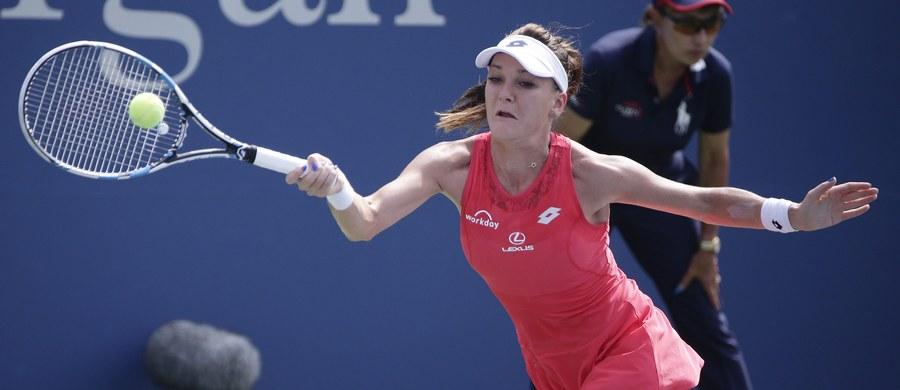 Rozstawiona z numerem siódmym Agnieszka Radwańska pokonała Słowaczkę Dominikę Cibulkovą 6:4, 6:1 w półfinale tenisowego turnieju WTA Tour na twardych kortach w Tokio (pula nagród 1 mln dol.).