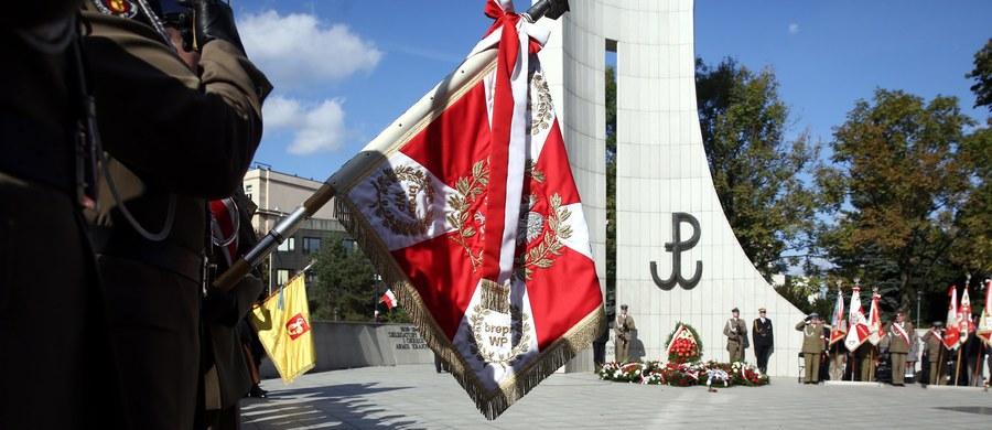 Ilekroć obchodzimy oficjalnie ustanowiony 17 lat temu jako święto narodowe Dzień Polskiego Państwa Podziemnego (a środowiska patriotyczne  i kombatanckie, z którymi jestem związany zawsze wspominały 27 września 1939 roku), tylekroć ze smutkiem myślę o dzisiejszych sporach politycznych nie dlatego, że uważam je za niewłaściwe, ale z powodu nieumiejętności uzgodnienia przez nasze partie choćby kilku sfer życia publicznego wyłączonych z bieżących przepychanek.