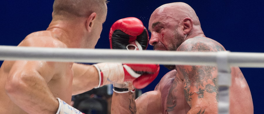 Tomasz Adamek pokonał przez techniczny nokaut Przemysława Saletę w walce wieczoru gali bokserskiej w łódzkiej Atlas Arenie. 47-letni Saleta zrezygnował z kontynuowania pojedynku po piątej rundzie, zgłaszając kontuzję barku.