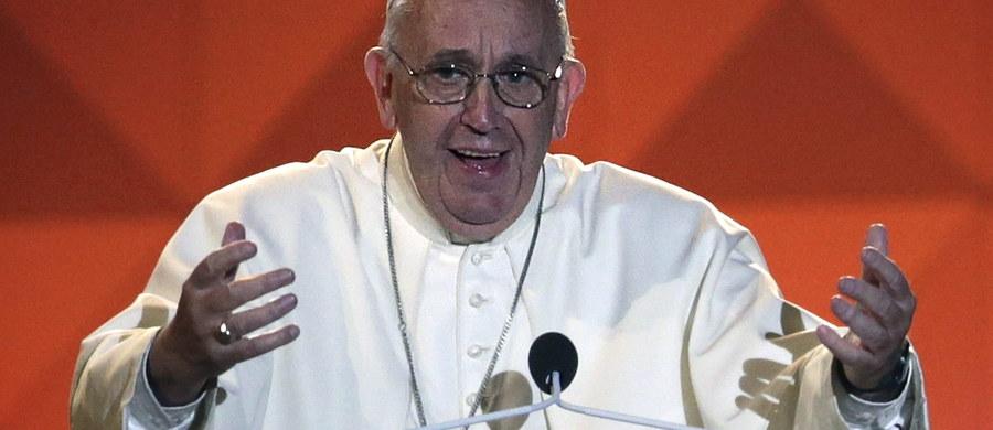 Papież Franciszek powiedział, że rodziny są świadkami prawdy, dobroci i piękna. W sobotę wieczorem w Filadelfii wziął udział w modlitewnym czuwaniu z okazji Światowego Spotkania Rodzin.