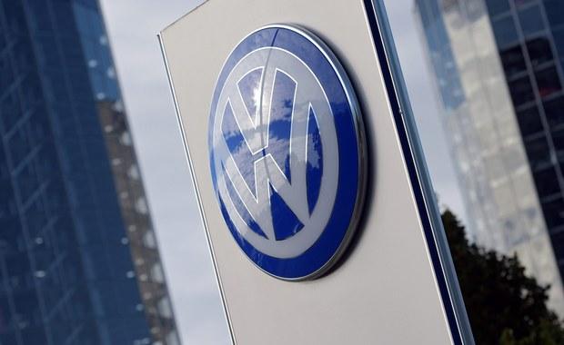 """Niemiecka firma Bosch dostarczyła w 2007 roku koncernowi Volkswagena oprogramowanie umożliwiające fałszowanie wyników testów toksyczności spalin silników Diesla, ale uprzedziła, że ich instalowanie seryjne będzie nielegalne - poinformował w niedzielę dziennik """"Bild""""."""
