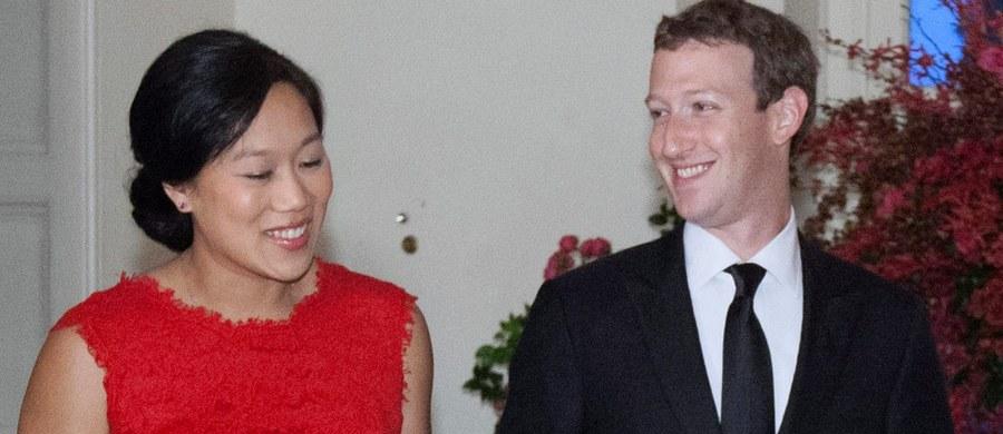 Facebook we współpracy z ONZ pomoże zapewnić dostęp do internetu w prowadzonych przez tę organizację obozach dla uchodźców. Poinformował o tym założyciel portalu, Mark Zuckerberg.