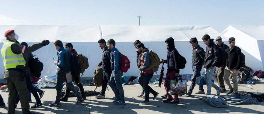 """""""W wyborach pod koniec października Kopacz musi się liczyć z porażką"""" – pisze niemiecki """"Der Spiegel"""". """"Kryzys migracyjny odgrywa dużą rolę w kampanii przedwyborczej - większość społeczeństwa jest przeciwna przyjęciu imigrantów z Afryki i Bliskiego Wschodu. Skorzysta na tym prawdopodobnie prawicowa partia Prawo i Sprawiedliwość"""" – czytamy w internetowym wydaniu tygodnika."""