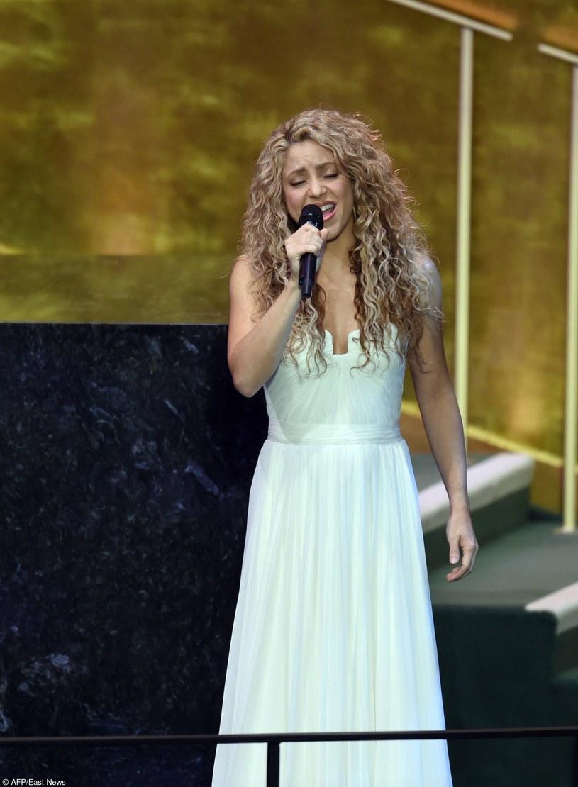 """Kolumbijska gwiazda Shakira zaśpiewała słynny przebój """"Imagine"""" Johna Lennona podczas posiedzenia ONZ w Nowym Jorku. Na widowni wśród światowych przywódców znalazł się także papież Franciszek."""