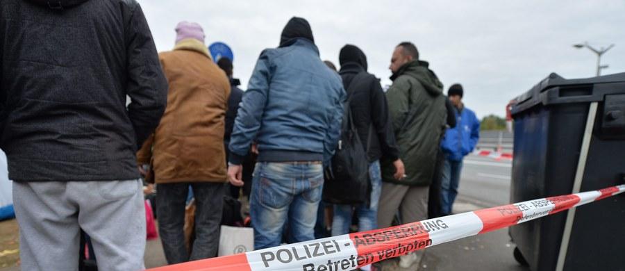 Do 437 ataków na ośrodki dla uchodźców doszło od początku roku w Niemczech - poinformował Federalny Urząd Kryminalny (BKA) w Wiesbaden. To ponad dwukrotnie więcej niż w całym roku 2014. W 26 przypadkach sprawcy dokonali podpaleń, większość przestępstw to uszkodzenie mienia.