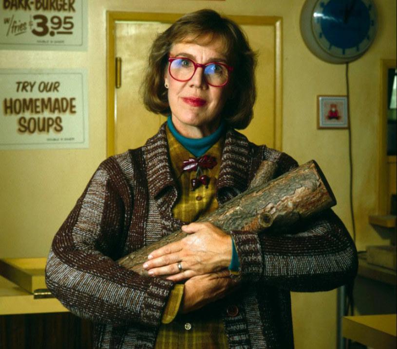 """Catherine E. Coulson, odtwórczyni roli Damy z Pieńkiem w serialu """"Miasteczko Twin Peaks"""", nie żyje. 71- letnia aktorka przegrała walkę z rakiem."""