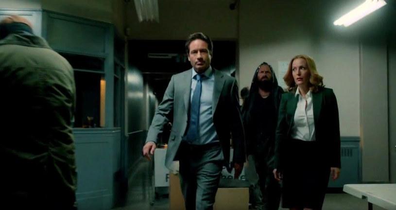 """Stacja Fox zaprezentowała pierwszą zapowiedź kontynuacji kultowego serialu """"Z archiwum X"""". 6-odcinkowa produkcja zadebiutuje na antenie w styczniu 2016."""