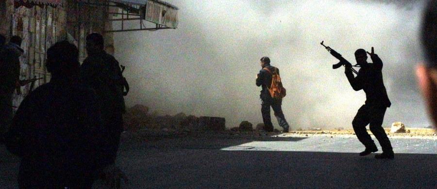 Izraelska policja aresztowała siedmiu Palestyńczyków podejrzanych o udział w aktach przemocy. Zatrzymani zachowywali się agresywnie na Wzgórzu Świątynnym w Jerozolimie – religijnym sanktuarium zarówno judaizmu, jak i islamu.