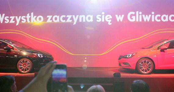 W gliwickiej fabryce Opla oficjalnie rozpoczęła się seryjna produkcja modelu astra piątek generacji. Zakład w ostatnim czasie zwiększył zatrudnienie do 3,9 tysięcy osób i liczy na wyprodukowanie około 170 tysięcy samochodów w tym roku i co najmniej tyle samo w kolejnym.