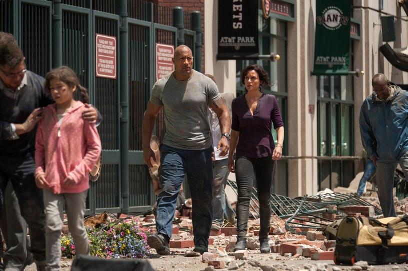 """""""San Andreas"""" - katastroficzna superprodukcja z Dwayne'em Johnsonem opowiadająca o fikcyjnym trzęsieniu ziemi, jakie dotknęło Kalifornię, jest już dostępna na płytach Blu-ray i DVD."""