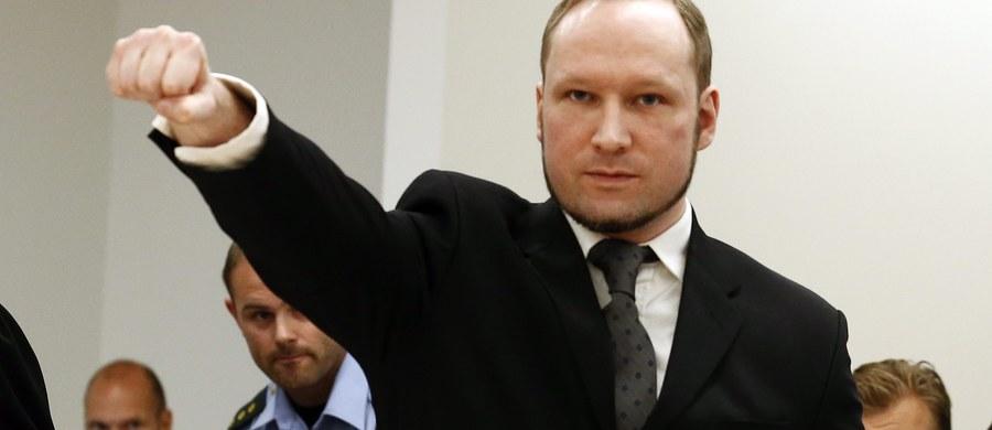 Morderca Anders Behring Breivik skarży się, że w więzieniu żyje w nieludzkich warunkach. Grozi strajkiem głodowym - piszą norweskie media.