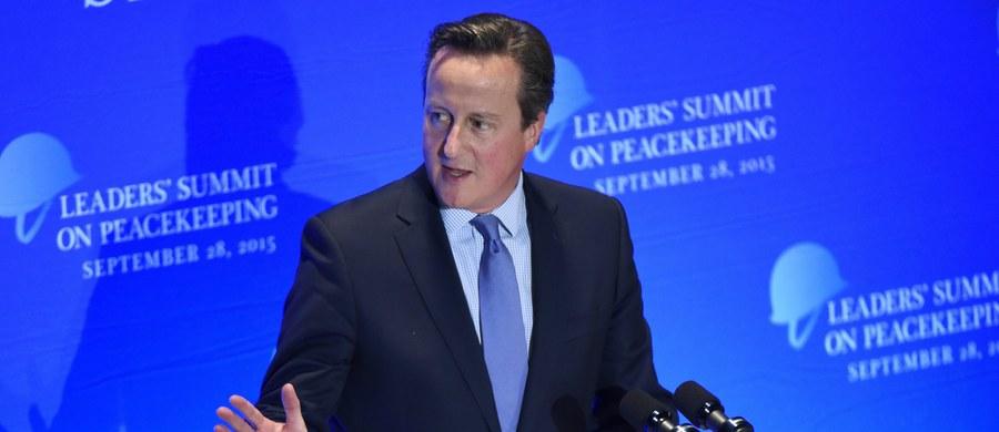 W trakcie wizyty na Jamajce brytyjski premier David Cameron oświadczył, że jego rząd nie zamierza wypłacać odszkodowań za rolę, jaką Wielka Brytania odegrała w handlu niewolnikami w regionie karaibskim - poinformowało BBC. Karaibskie rządy oceniają, że stosowne odszkodowania mogłyby sięgnąć bilionów dolarów.