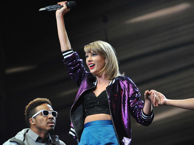 """50 tysięcy dolarów przekazała Taylor Swift na leczenie 13-miesięcznego Aydena, chorego na raka siostrzeńca Kima """"Toshi"""" Davidsona, tancerza wspierającego amerykańską wokalistkę na scenie."""