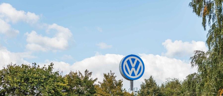 """""""Pojazdy z silnikami Diesla znacznie przekraczają europejskie normy emisji spalin i dotyczy to różnych producentów, nie tylko Volkswagena, który przyznał się do oszustwa"""" – pisze """"Guardian"""", powołując się na niemiecki automobilklub ADAC."""
