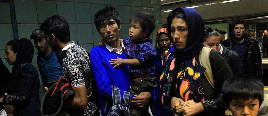 """Rząd szuka miejsc dla uchodźców w gminach. Jednak nie dostaną one obiecanych tysięcy euro z Unii Europejskiej - donosi """"Rzeczpospolita""""."""