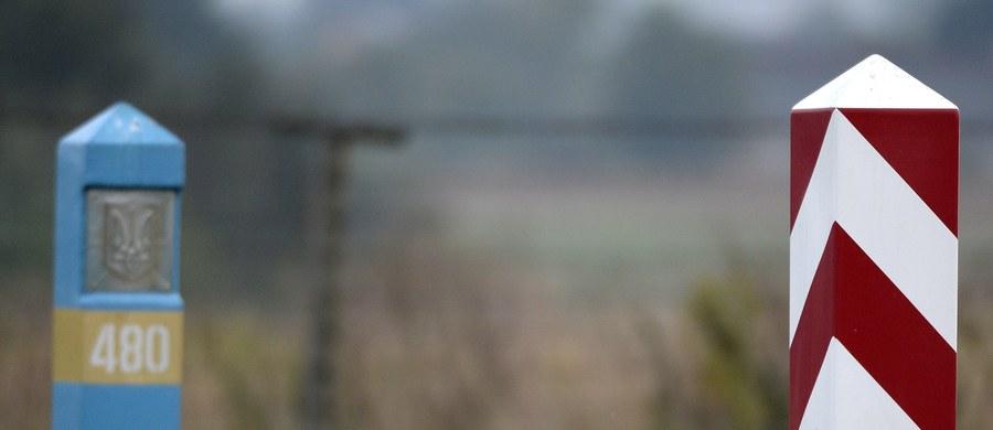 """Rosyjski wicepremier Krymu Dmitrij Połonski opuścił Polskę. Jak dowiedział się reporter RMF FM - nie będzie już mógł wrócić do naszego kraju. Straż Graniczna nie chce potwierdzić, ani zaprzeczyć, czy został z Polski wydalony. """"Polska wypełnia tu tylko funkcję techniczną. Nie ma prawa sprzeciwiać się mojemu udziałowi w konferencji OBWE"""" - tak w wywiadzie dla krymskiej telewizji mówił wcześniej Połonski, który - mimo zakazu wjazdu do Polski - brał udział w warszawskiej konferencji Organizacji Bezpieczeństwa i Współpracy w Europie. Polskie władze jego wpuszczenie nazwały """"błędem""""."""