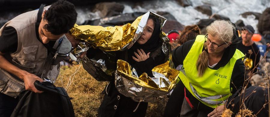 Unia Europejska zamraża negocjacje w sprawie wprowadzenia stałego mechanizmu rozdziału uchodźców między kraje wspólnoty - ustaliła brukselska korespondentka RMF FM Katarzyna Szymańska-Borginon. Chodzi o lansowany przez Brukselę i Niemcy stały system przydzielania określonej liczby uchodźców według z góry ustalonego algorytmu.