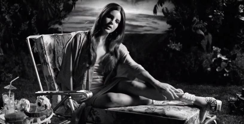 """Pod koniec września Lana Del Rey pochwaliła się kolejnym teledyskiem. Tym razem nagrano obraz do utworu """"Music To Watch Boys To""""."""